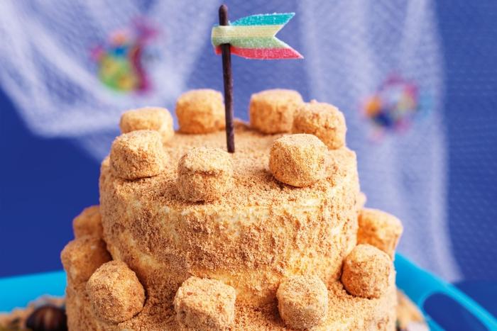 idée originale pour un gateau d'anniversaire enfant, gâteau château de sable