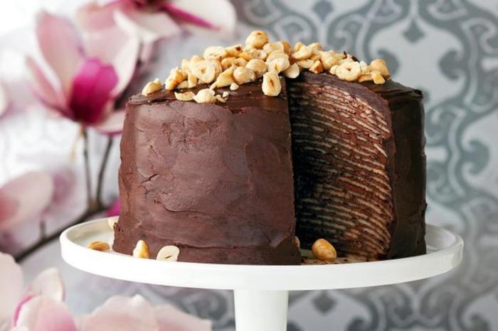 recette de gâteau anniversaire sans cuisson, gâteaux aux pancakes et à la crème nutella