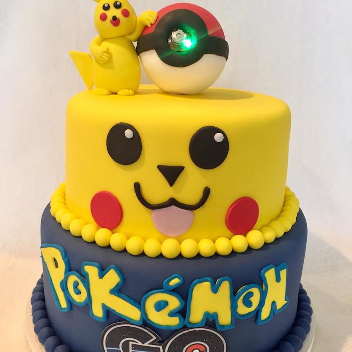 recette de gateau, visage pikachu, figurine pikachu en pâte d'amande jaune, comment faire un gateau, pokéball