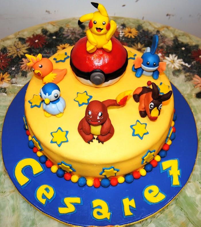 recette de gateau, figurines pokémons, pikachu en pâte d'amande jaune, pokéball sucré, gâteau en couches au vanille