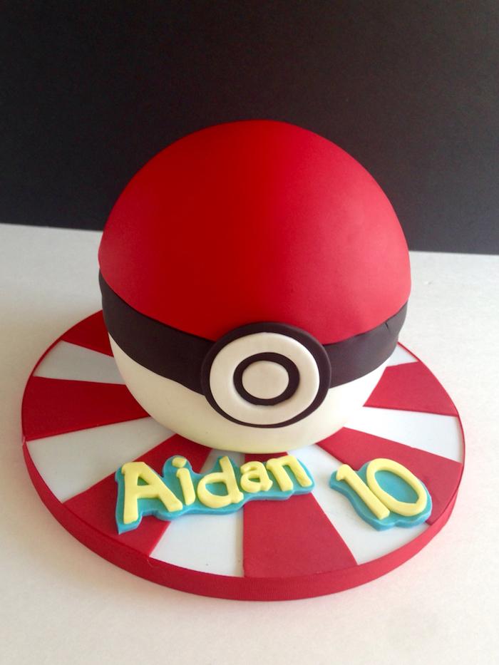 gâteau d anniversaire, pâte d'amande rouge, recette de gateau, surprise anniversaire, comment faire un gateau