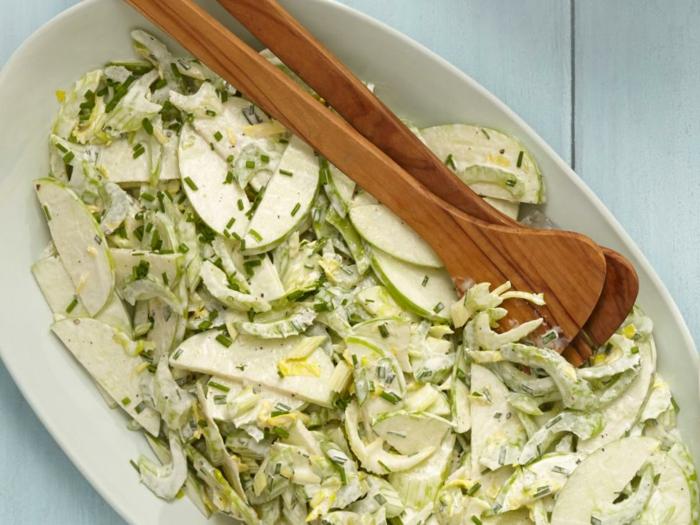 idee picnic recette à faire soi meme, salade picnic aux pommes, céleri, ciboulette, mayonnaise, vinaigre de cidre de pomme, poivre et sel pour une journée en plein air