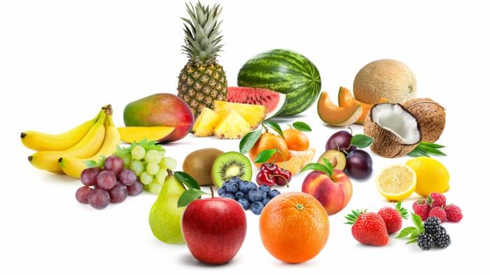 dessert sain, pomme rouge, poire, raisin, ananas ,mangue, melon, cocos, citrons, fraises, bananes
