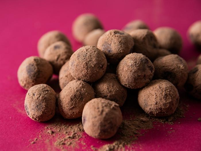 recette peu calorique, nappe violette, truffes vegan, chocolat vegan, dessert sain