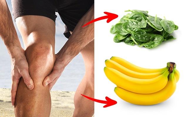 Si tu as ces signes, cela veut dire que ton organisme manque de magnésium et de potassium. Pour récupérer les carences de ces éléments importants, inclus dans ton alimentation quotidienne des tomates, des oranges, des bananes et des épinards.