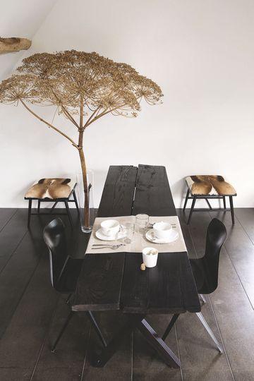 Home decorating diy projects une table manger originale noire pour la salle manger plus de for Table a manger originale